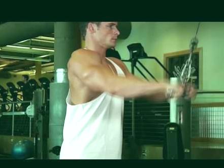 Cómo hacer el ejercicio de pull down con barra 1