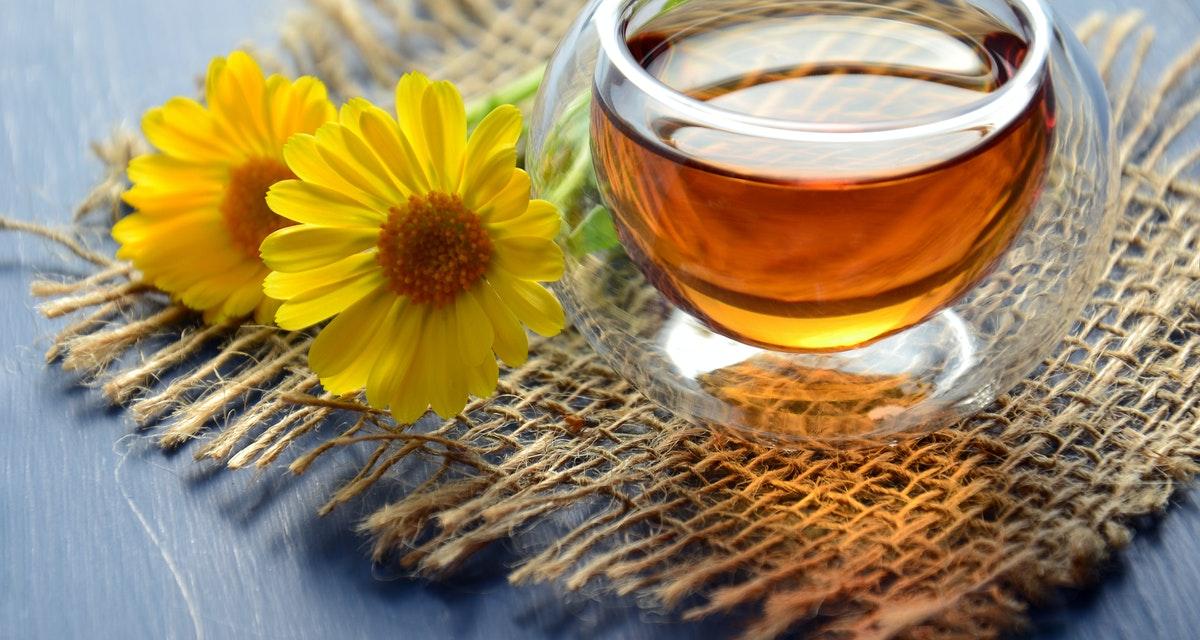 ¿El té de manzanilla en tu cabello es bueno? ¿Aligerar? Hidrata? 1