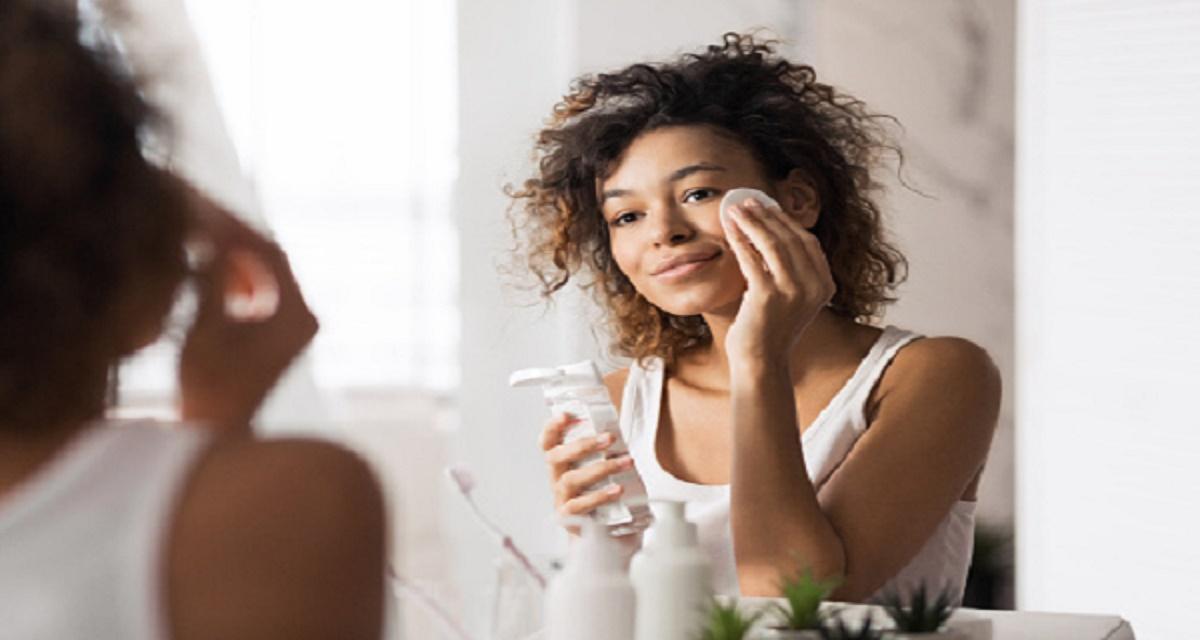 Por qué dormir con maquillaje es malo para tu piel 1