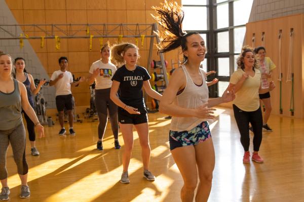 Zumba Fitness ¿Qué es? ¡Entiende todo sobre esta modalidad! 1