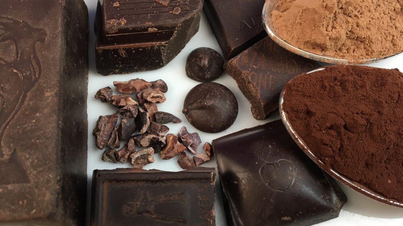 Revisión de chocolates negros, cacao en polvo, semillas y suplementos 1