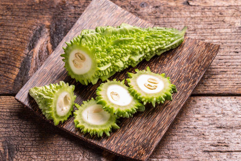 3 Beneficios Amargos (Momordica charantia) Beneficios + Riesgos 1