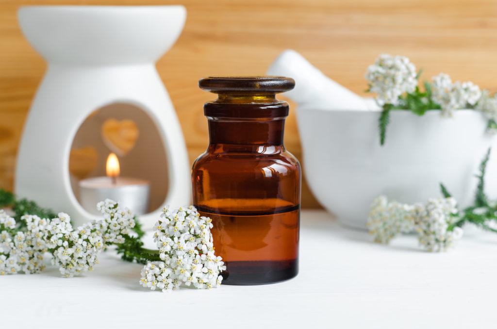 ¿Qué es el aceite esencial de milenrama y tiene beneficios para la salud? 1